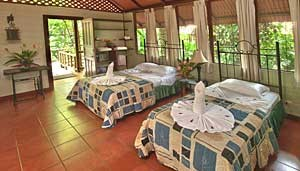 Aninga-Lodge-room