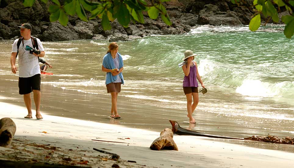 manuel antonio beach walk