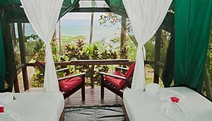 la-leona-eco-lodge-room