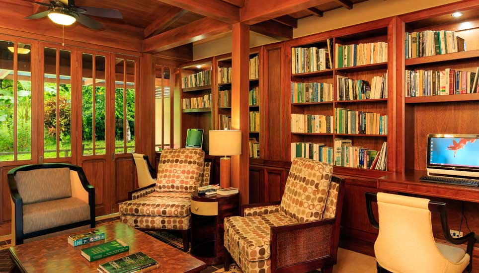 library at Playa Cativo Lodge