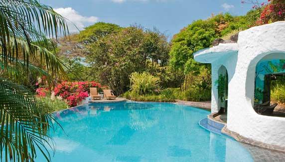 Finca Rosa Blanca pool