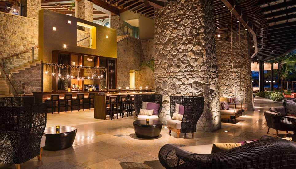 Four Seasons bar and lounge area