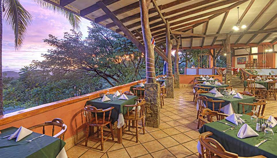 Hacienda Guachipelín dining area
