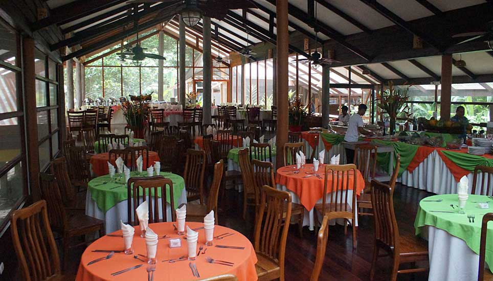 Pachira Lodge dining room
