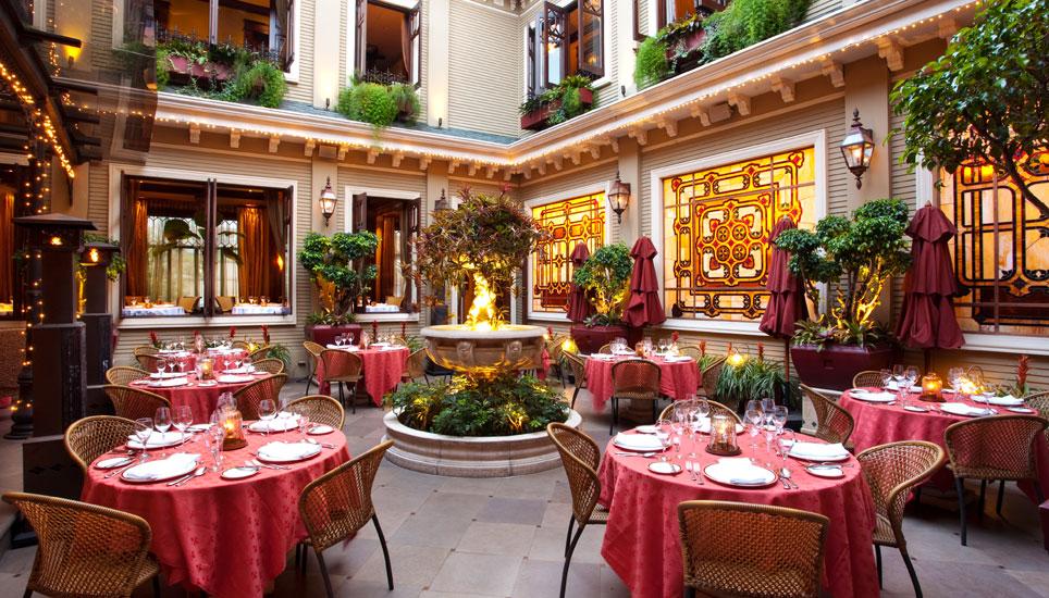 Hotel Grano de Oro courtyard restaurant