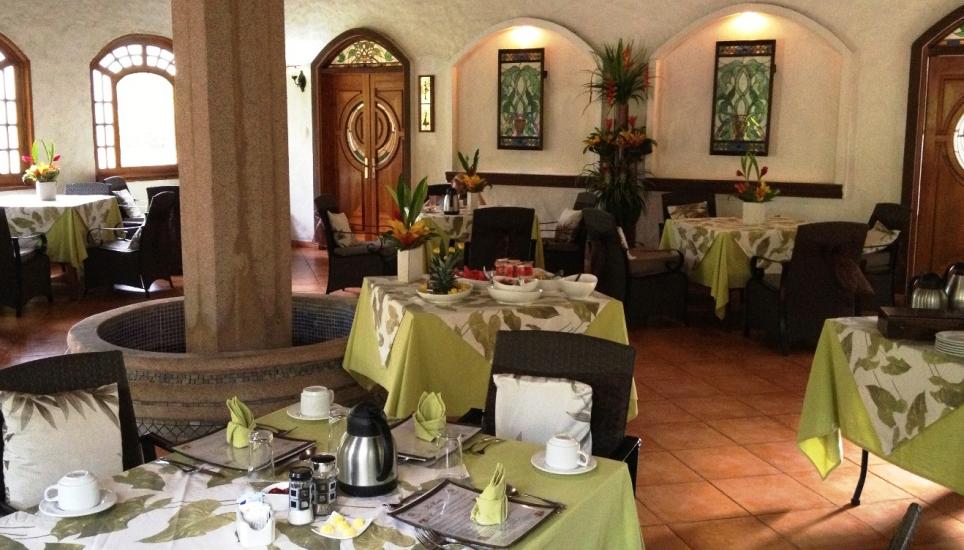 Casa Corcovado dining room