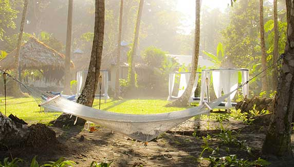 Le Caméléon hammock by the beach
