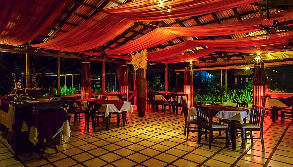 Manatus hotel dining room