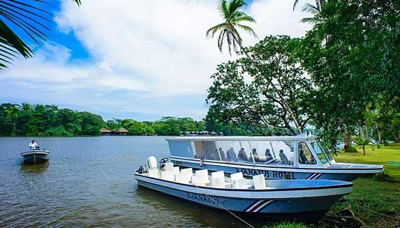 Manatus hotel river boat