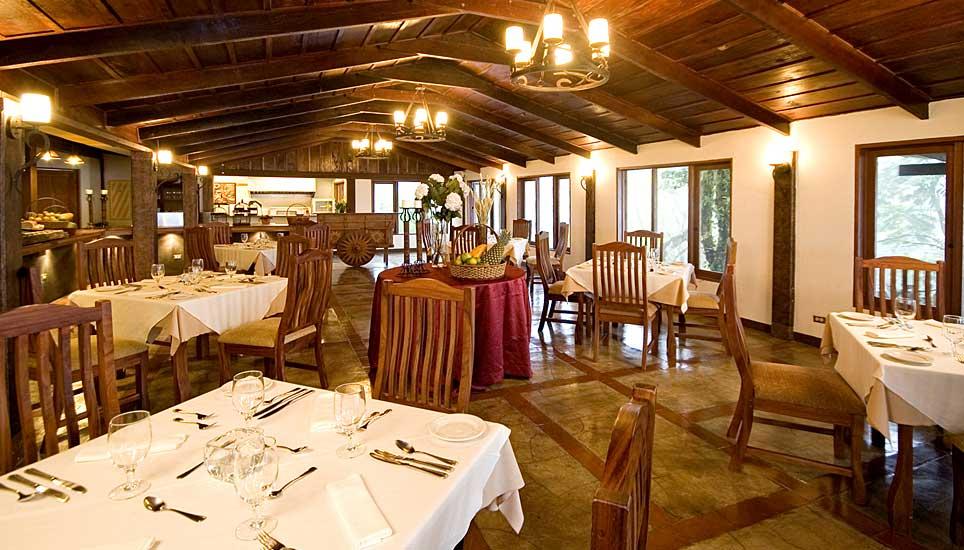 Villa Blanca dining room