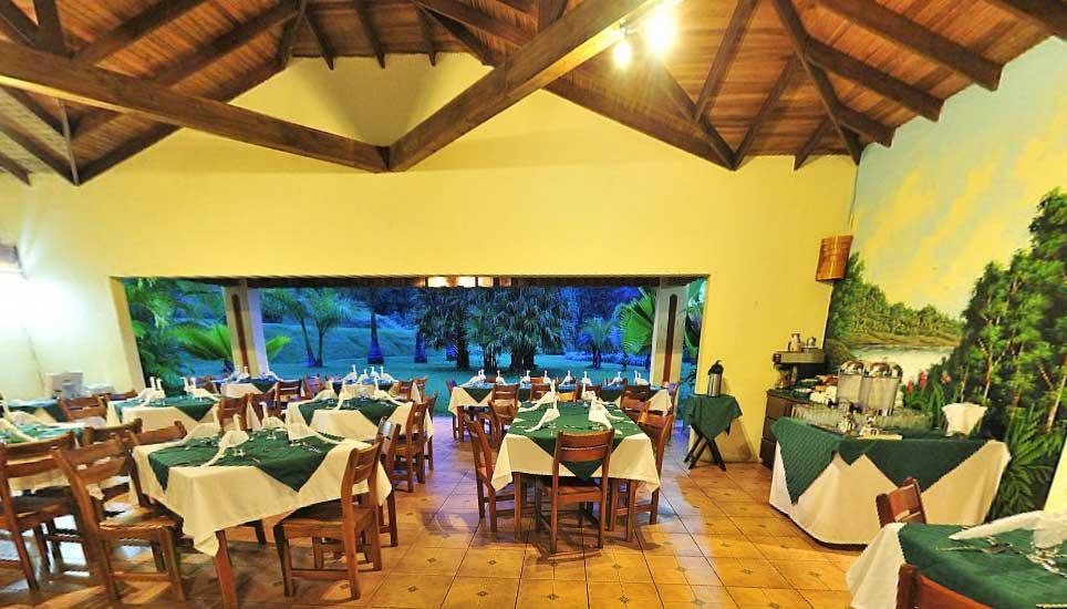 Lomas del Volcán dining room